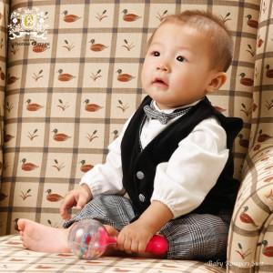男の子ベビーロンパース このモデルは、このロンパーススーツを作っている工場長の長男の1歳の頃の写真です