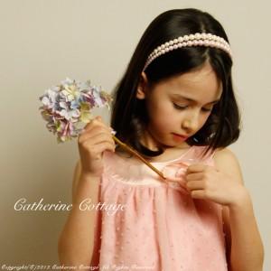 結婚式の子供ドレスに合わせてつけたいパールカチューシャ