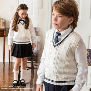 a0b38dd00922b 子供の発表会でトップス白指定があったので購入しました。白のベストはなかなか無かったので助かりました。白シャツと黒のズボンと合わせて着させました。
