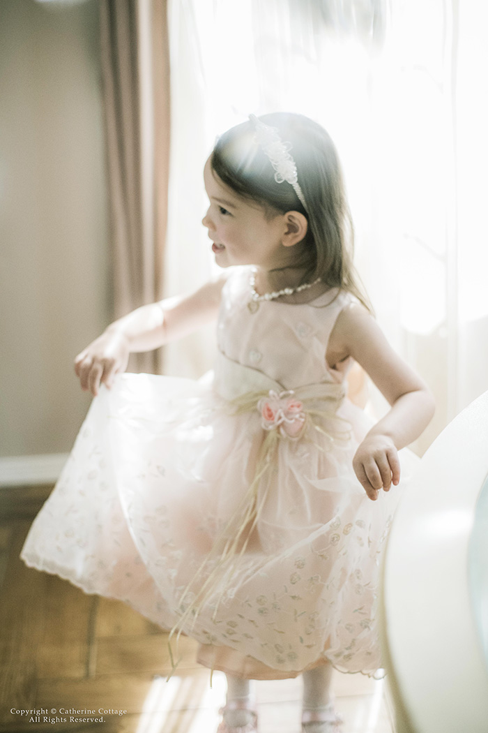 6ca313c170882 お花刺繍をあしらった透明感あふれる佇まい 妖精さながらのドレスルック