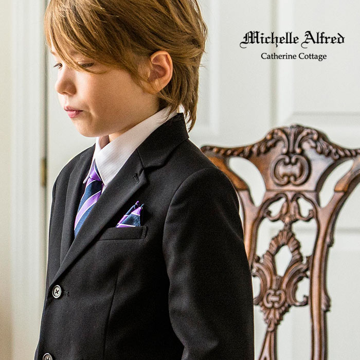 bb0c895a851435 男の子入学式の子供スーツはハーフパンツが主流だけど、近年ではロングパンツのおしゃれなスーツセットも増えてきています。 まだあまり馴染みがないため、「え?